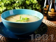 Вкусна пилешка супа с месо от бутчета, естрагон, картофи и фиде и застройка от кисело мляко и жълтък